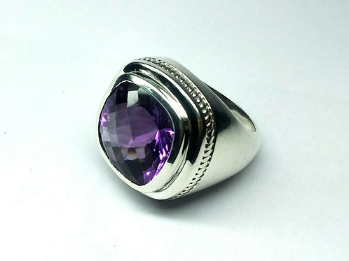 Good Quality Amethyst Beautiful Ring in 925 Sterling Silver
