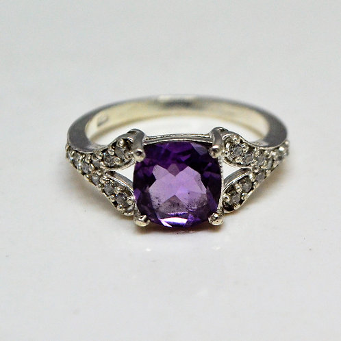 Good Quality Amethyst & Zircon Beautiful Ring in 925 Sterling Silver