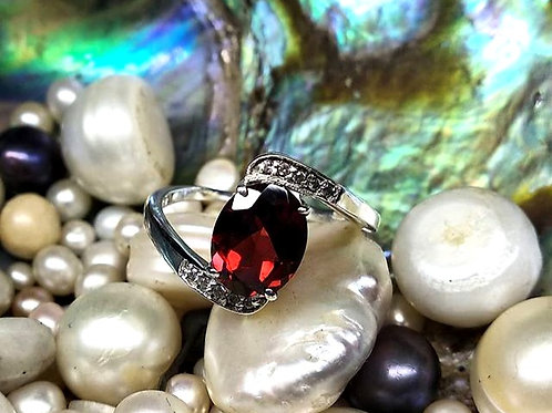 Beautiful Natural  Oval Garnet & Cz Women's Ring in 925 Sterling Silver