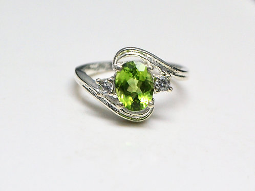 Astonishing 925 Sterling Silver with Good Quality Peridot & Cubic Zircon Ring