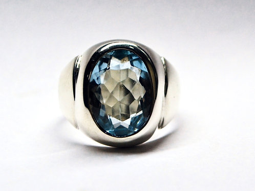 Good Quality Oval Cut Natural Blue Topaz Men's Ring in 925 Sterling Silver