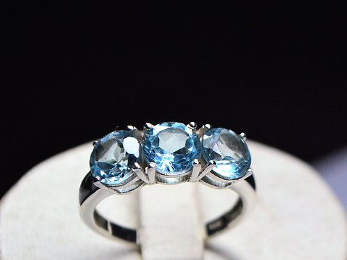 Good Quality Blue Topaz Ring in 925 Sterling Silver
