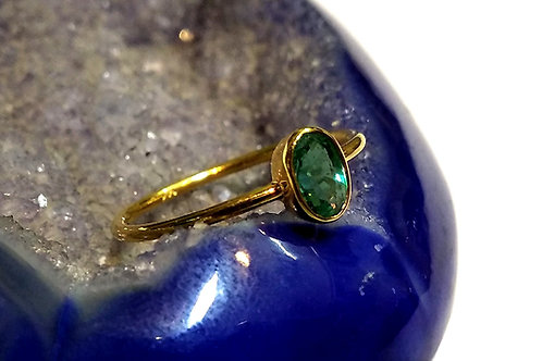 Alluring Natural Emerald Ring in 14 K Gold