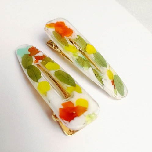 Floral hair clips 🌸