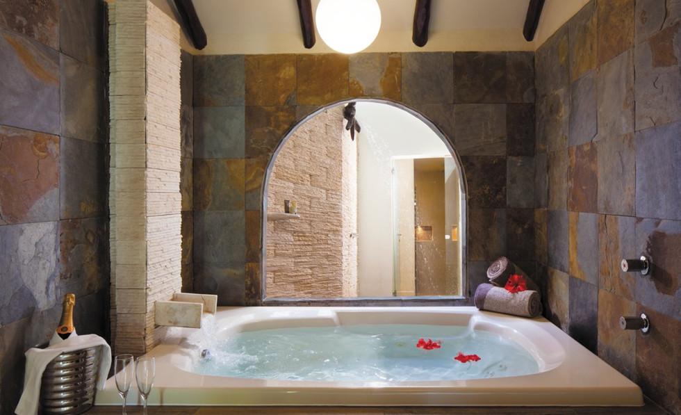 Infinity Pool Swimup Bath.jfif