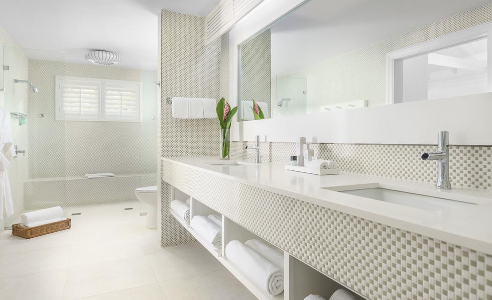 Tower Isle 1 bedroom bath.PNG