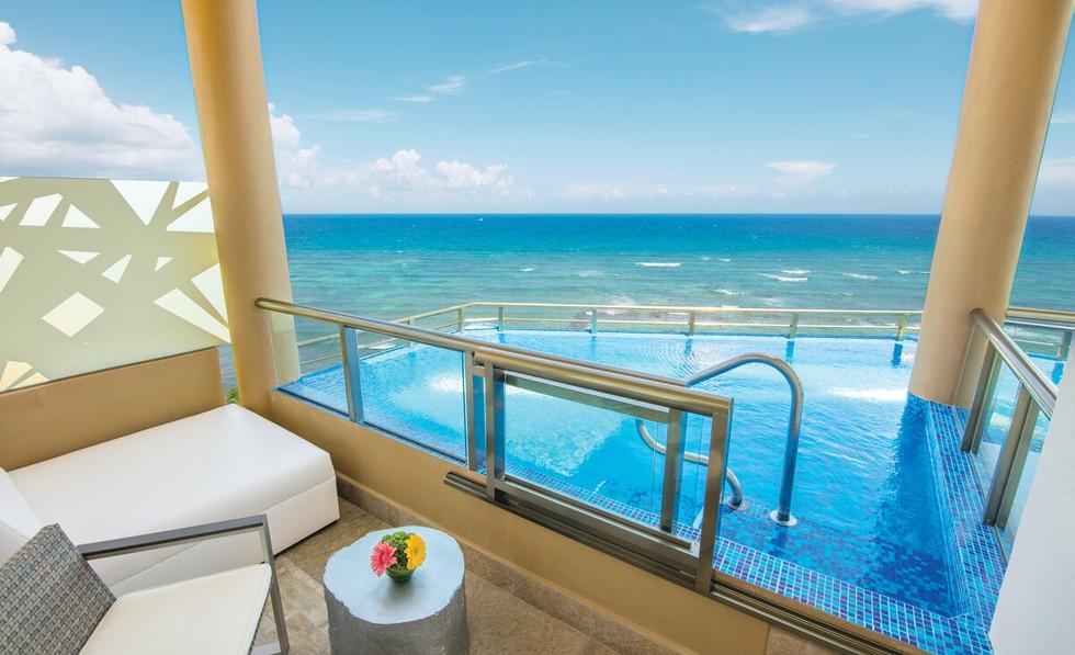 Oceanfront Infinity Pool Balcony View 2.