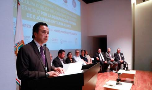 Ofrece Cuitláhuac disculpa pública por desaparición forzada de 5 jóvenes en Tierra Blanca