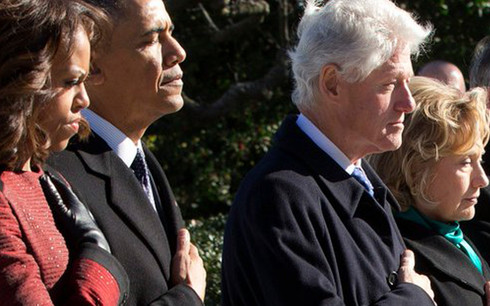 Hallan artefactos explosivos en correos enviados a los Clinton y a Obama