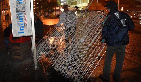 Barren de rejas de ambulantes el primer cuadro de la ciudad
