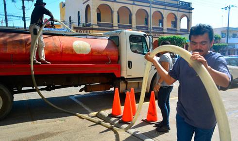 Atiende Ayuntamiento demanda de agua en inmuebles públicos
