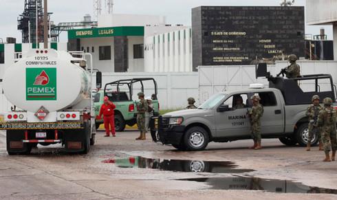 Desabasto de gasolina, consecuencia del combate al huachicoleo