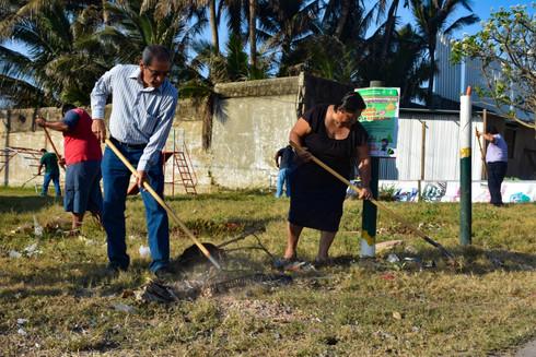 Gobierno Municipal realizó brigada de limpieza en el parque 'Los Girasoles'