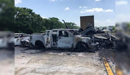 Seis muertos y ocho lesionados el saldo de una carambola en la autopista Sayula—Cosoleacaque