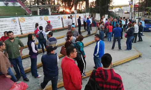 Toman docentes instalaciones de la SEV en Xalapa