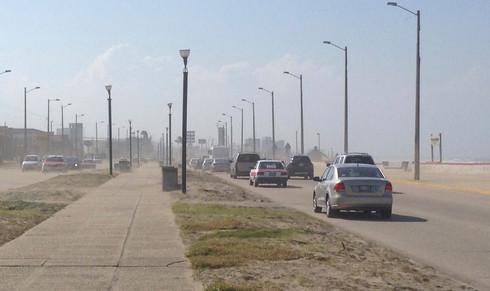Busca Ayuntamiento 15 MDP para reforestar malecón y evitar salida de arena de la playa