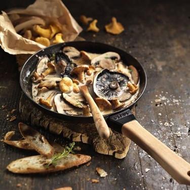 poele manche bois champignons