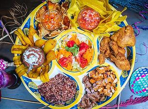 Surtido-de-comida-tipica-Nicaragua.jpg