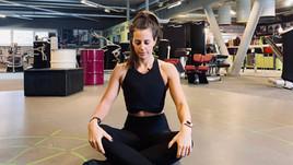 Yoga Position bei Nacken-, Knie- oder Rückenschmerzen. Dein Geheimtipp!