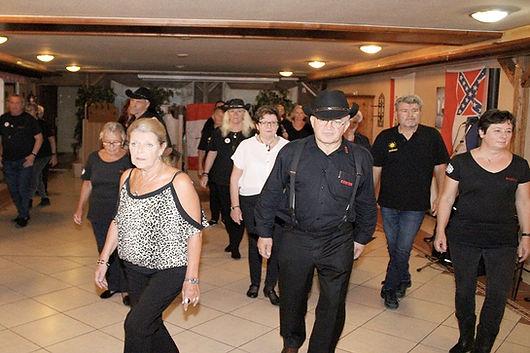 Die Canadian Stompers beim Line Dance von Unternehmen1230