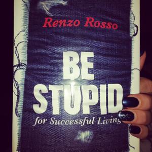 IDEE DI LETTURA: Be Stupid
