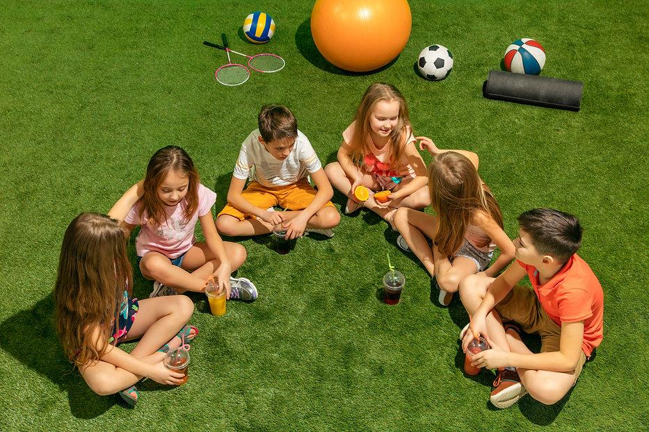 kids-fashion-concept-group-teen-boys-gir
