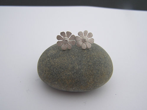 Daisy stud earrings (frosted)