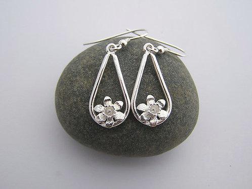 Teardrop daffodil earrings