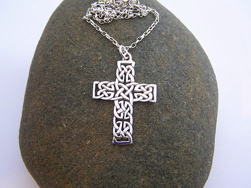 Celtic cross pendant (medium)