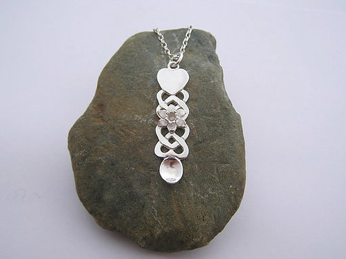 Lovespoon daffodil pendant