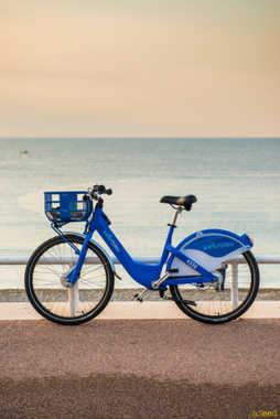 velo bleu nice.jpg