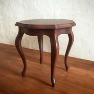 猫脚のサイドテーブル