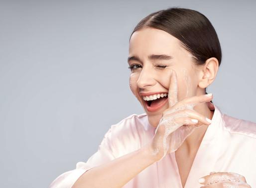 Doble Limpieza: ¡El primer paso para lograr una piel sana y joven por más tiempo!