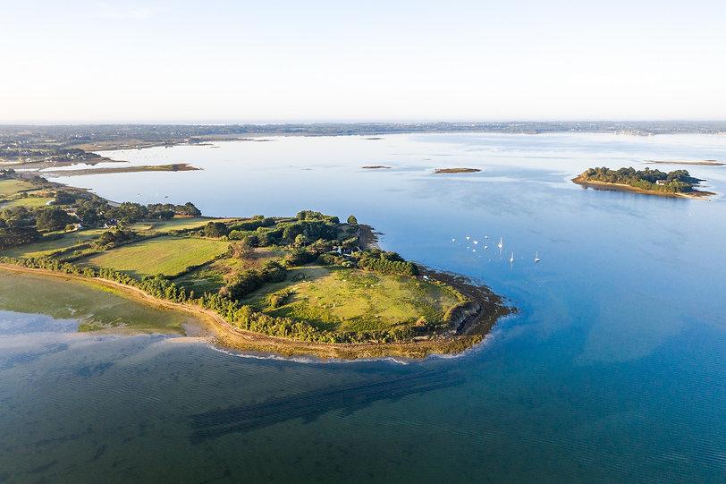 Ile Tascon - photographies en drone dans le Golfe du Morbihan par HIMAKU, agence web à Vannes.