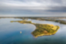 Prises de vues en drone dans le Golfe du Morbihan par HIMAKU, agence web à Vannes