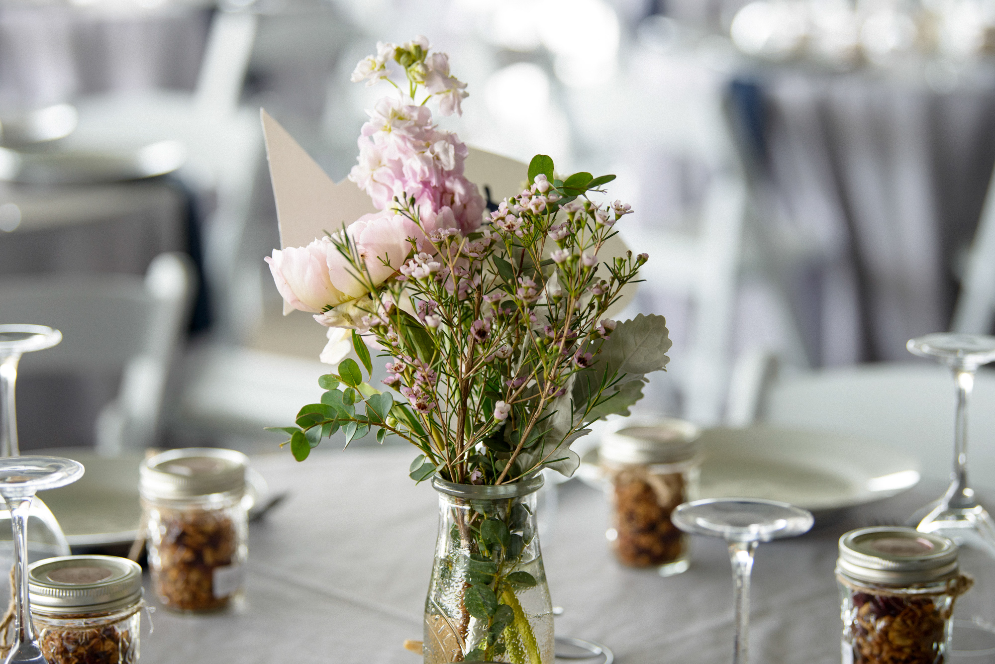 A wedding tablescape at the East Chop Beach Club in Oak Bluffs  photo by David Welch Photography