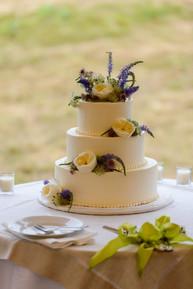 A black dog bakery wedding cake photo by David Welch Photography