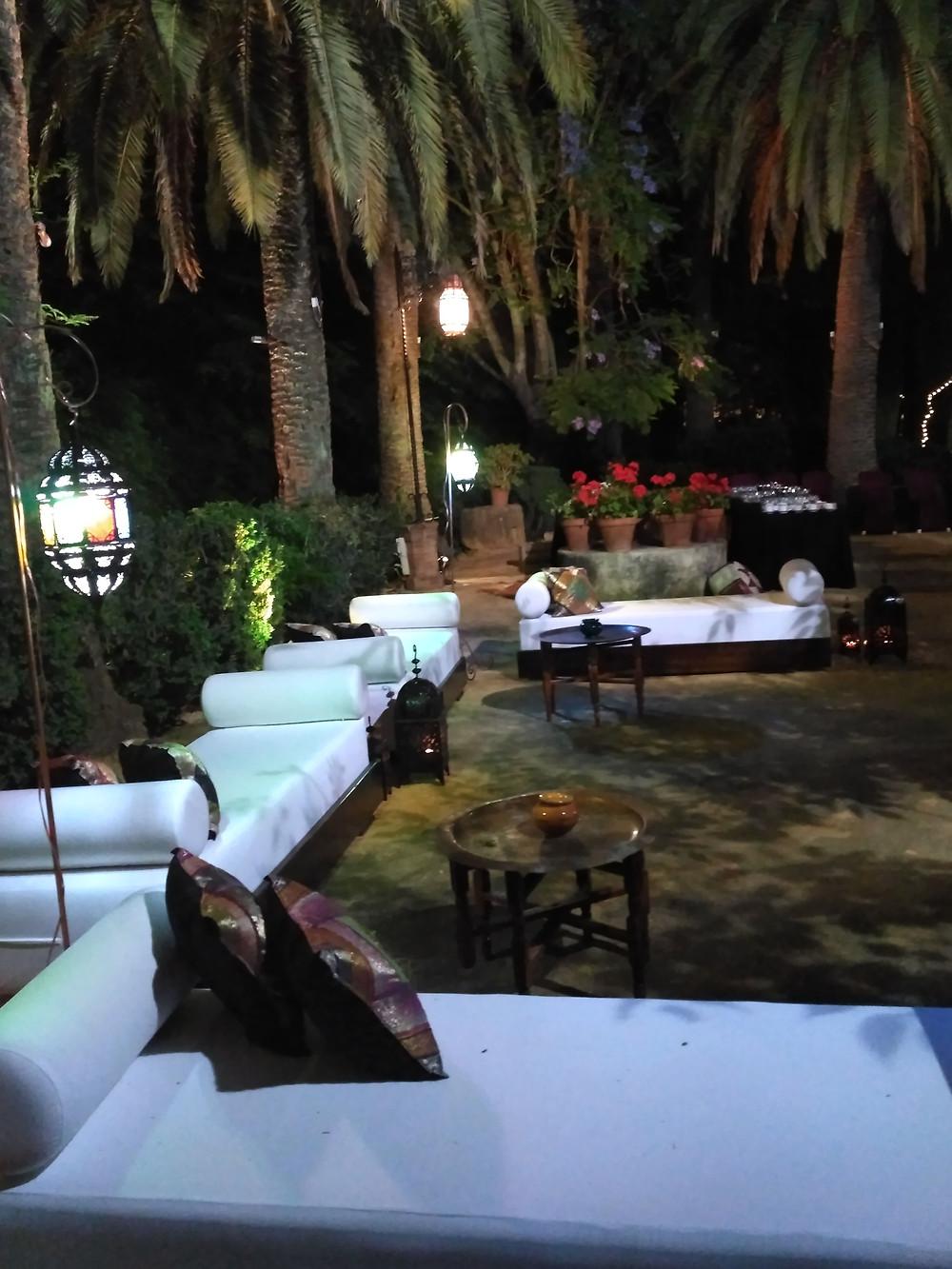 lámparas , sillones , mesas de té