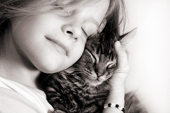 nina con gato.jpg