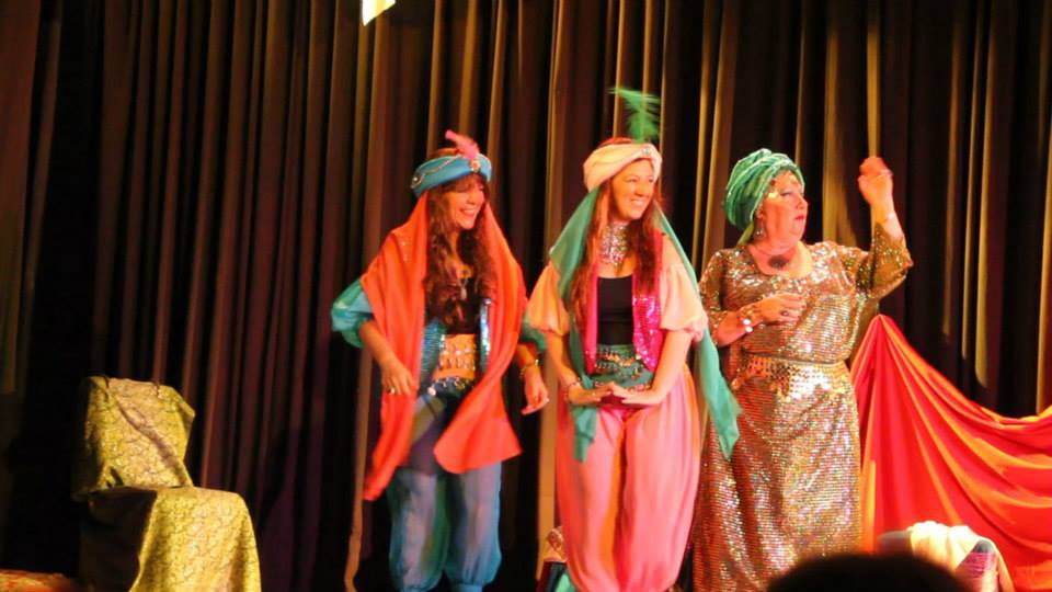 Yamila y sus hijas.