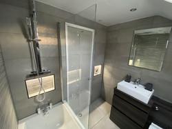 Lee bathroom.jpg