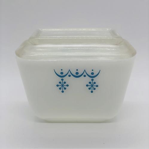 1-1/2 Cup Pyrex Refrigerator Dish
