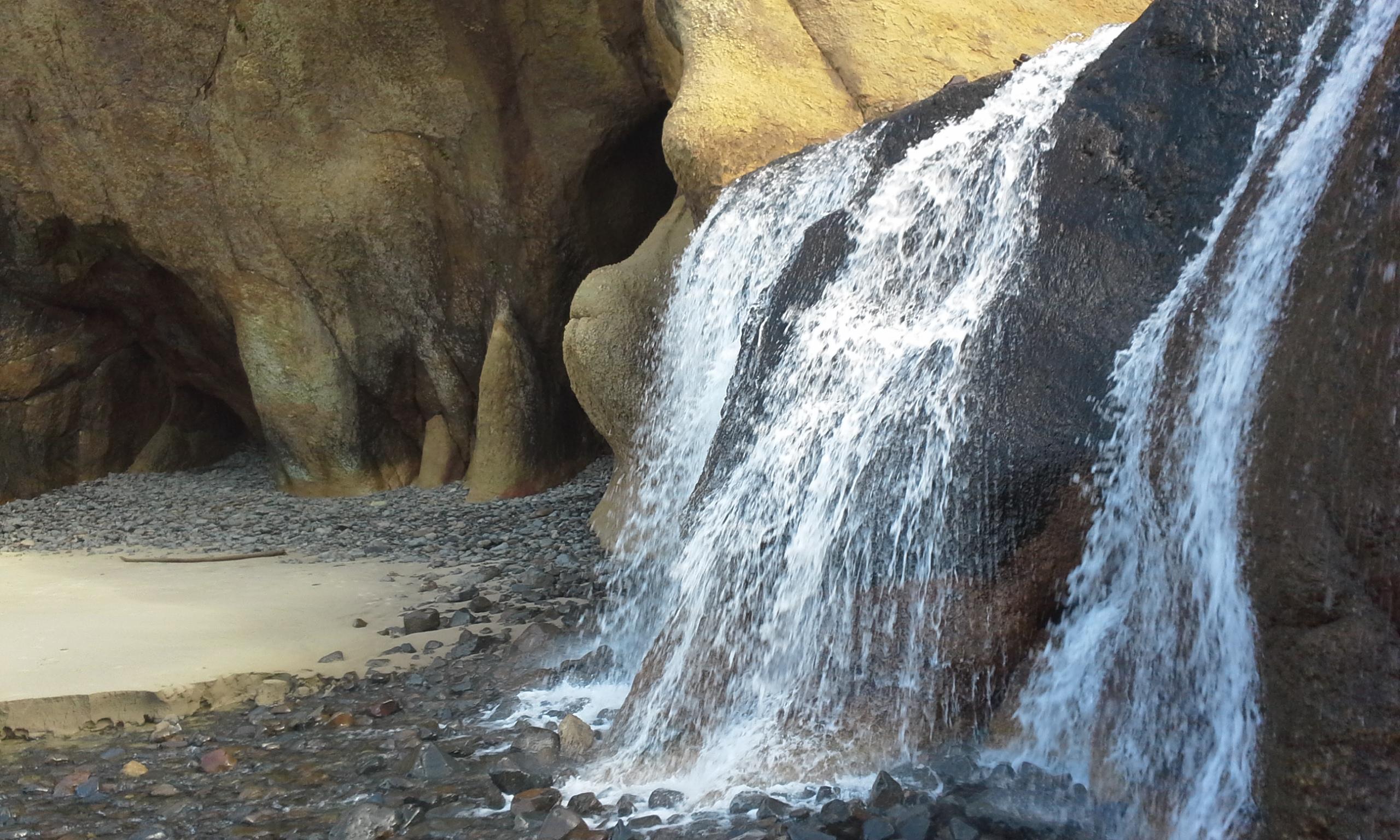 Caves and waterfalls at Hug Point