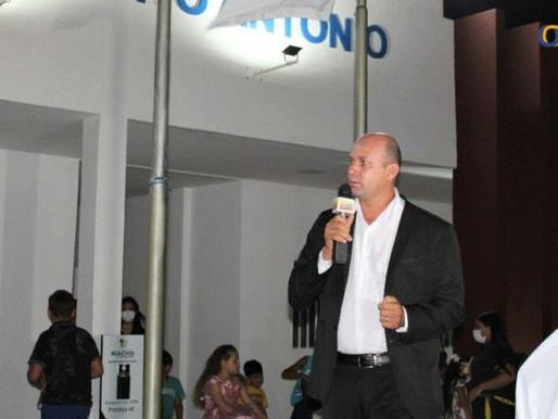 Em noite de festa, prefeito de Riacho de Santo Antônio entrega centro administrativo
