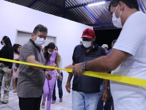 Em Cabaceiras: Tiago Castro entrega Academia de Saúde e carro no Assentamento Serra do Monte