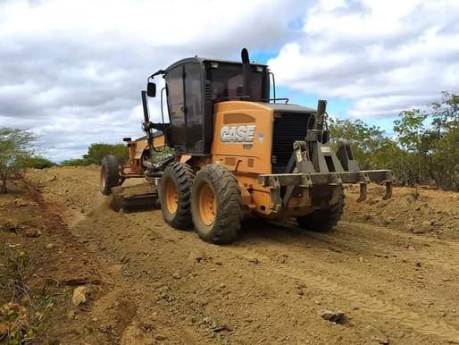 Prefeitura de Caraúbas inicia Encascalhamento e melhorias nas estradas vicinais
