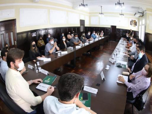 Em Campina, prefeito divulga decreto e amplia público permitido em eventos para 300 pessoas