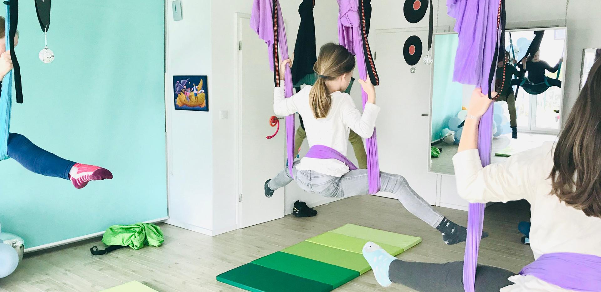 pop flying kids aerial yoga wiesbaden 2.