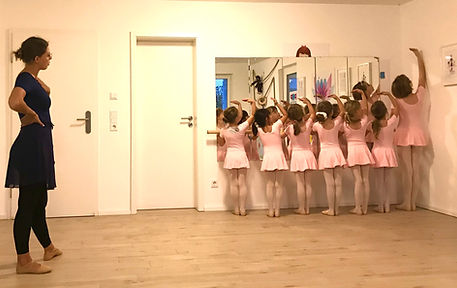 Vronis Ballett POP Kids Yoga Wiesbaden