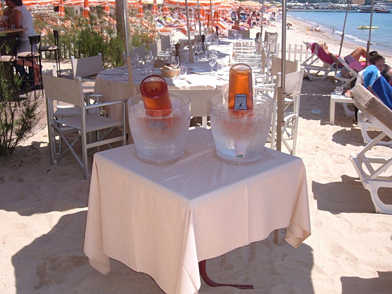Rosé on the beach!